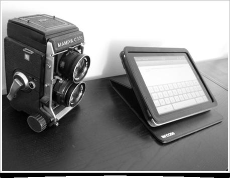 iPad dans une housse incase, utilisée comme dock